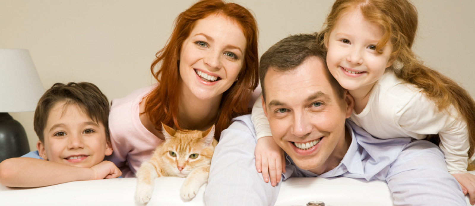 huge-happy-family-with-healthy-cat.jpg